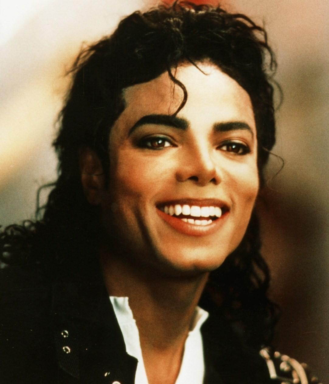Michael Jackson 2020 Biography Official Fm